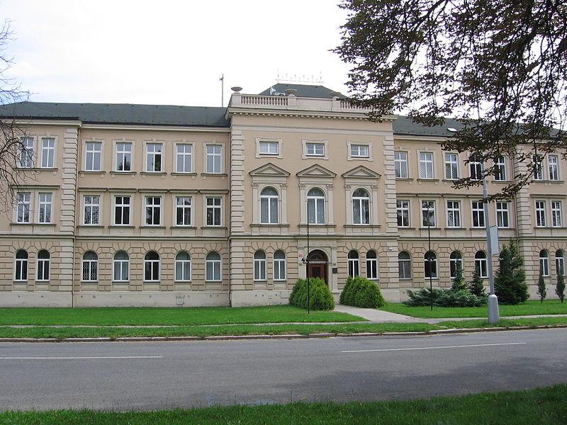 VSZ Olomouc, pátek 30. ledna. Náměstek NSZ Igor Stříž přijel vysvětlovat nevhodnost podání žalob na dorovnání platů. Foto: Wikipedia