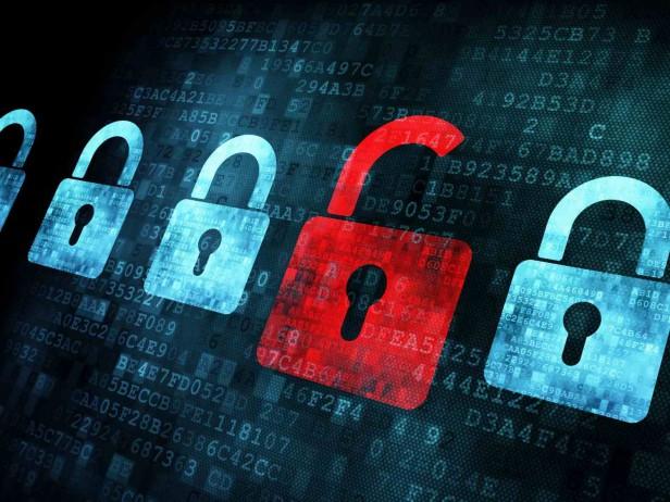 Rizikový policejní software za 344 tisíc eur umí nešifrovanou komunikaci nejen přečíst, ale také ji jednoduše přepsat. Špehovat dokáže i televize.